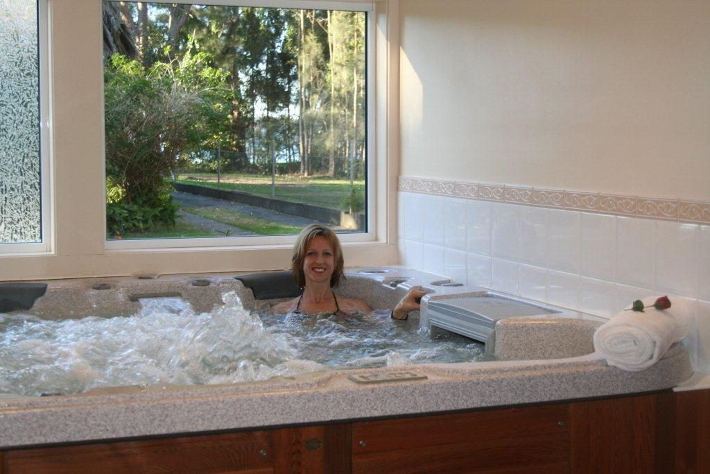 Indulge in a REAL hydrotherapy spa at Serenity Lodge!
